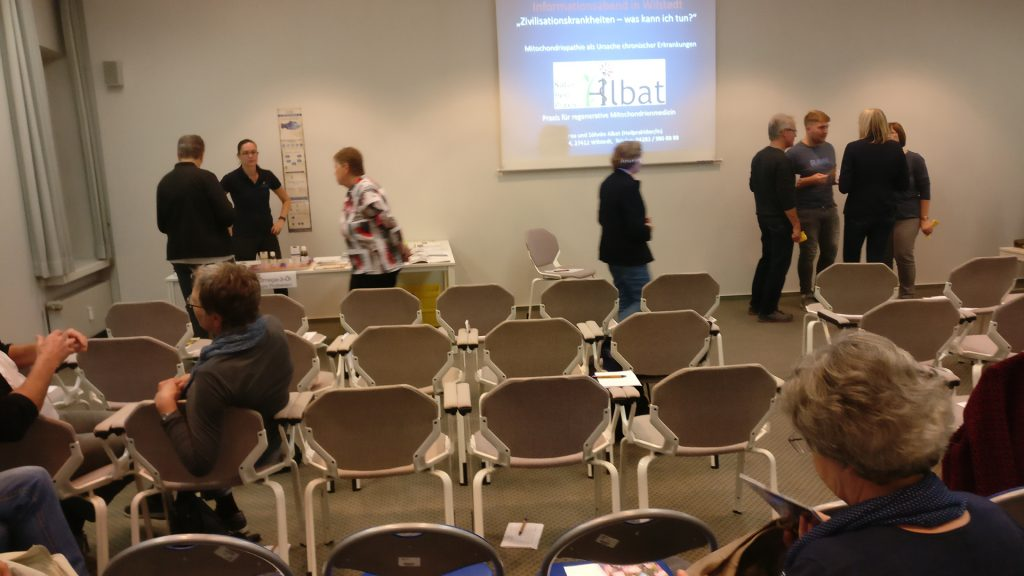 Referentin Andrea Albat beim Informationsabend in Wilstedt
